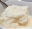 Vanille-ijs met warme druiven